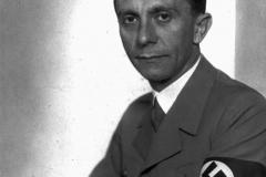 joseph-goebbels-fue-ministro-de-propaganda-hasta-su-suicidio-en-berlin_123392f5_800x800