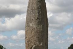 1200px-Menhir_du_Champ_Dolent